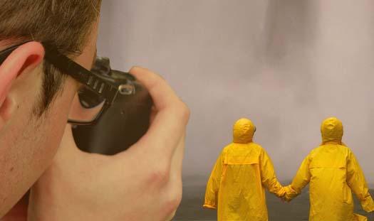 Wizerunek, szalik wpepitkę iżółty płaszcz na zdjęciu, czyli jakie prawa zawiera fotografia