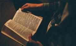 Czy tłumacz może ingerować wteksty wielkich religii?